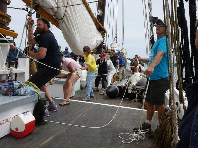adv rasing the mainsail